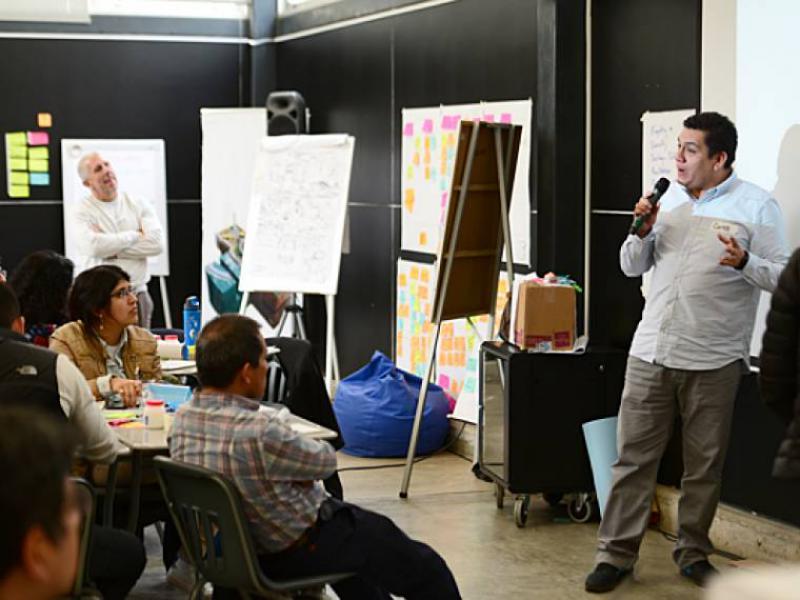 """Desarrollar el proceso del """"design thinking"""""""